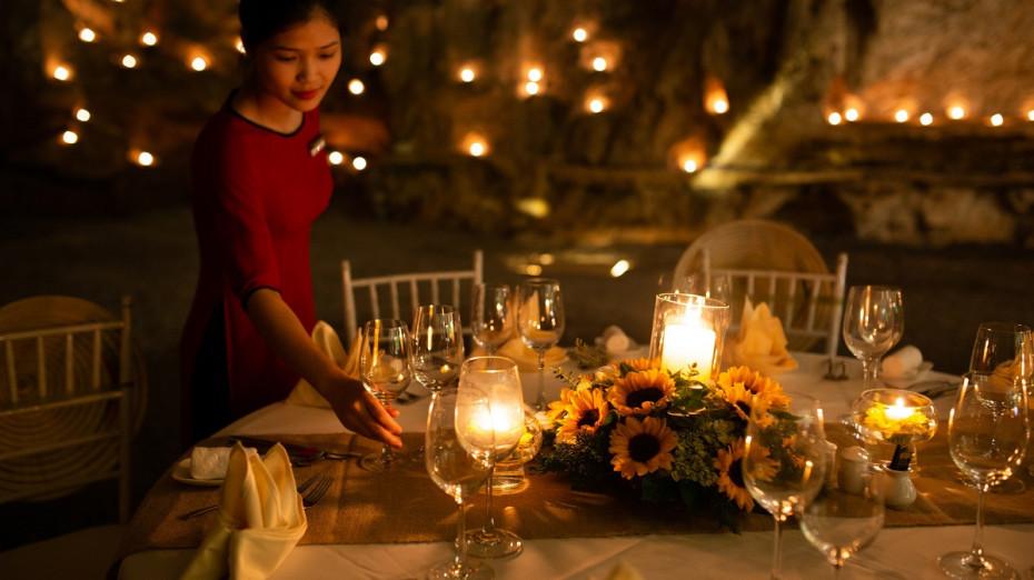 Banquet Table Set-up - Bhaya Cruises